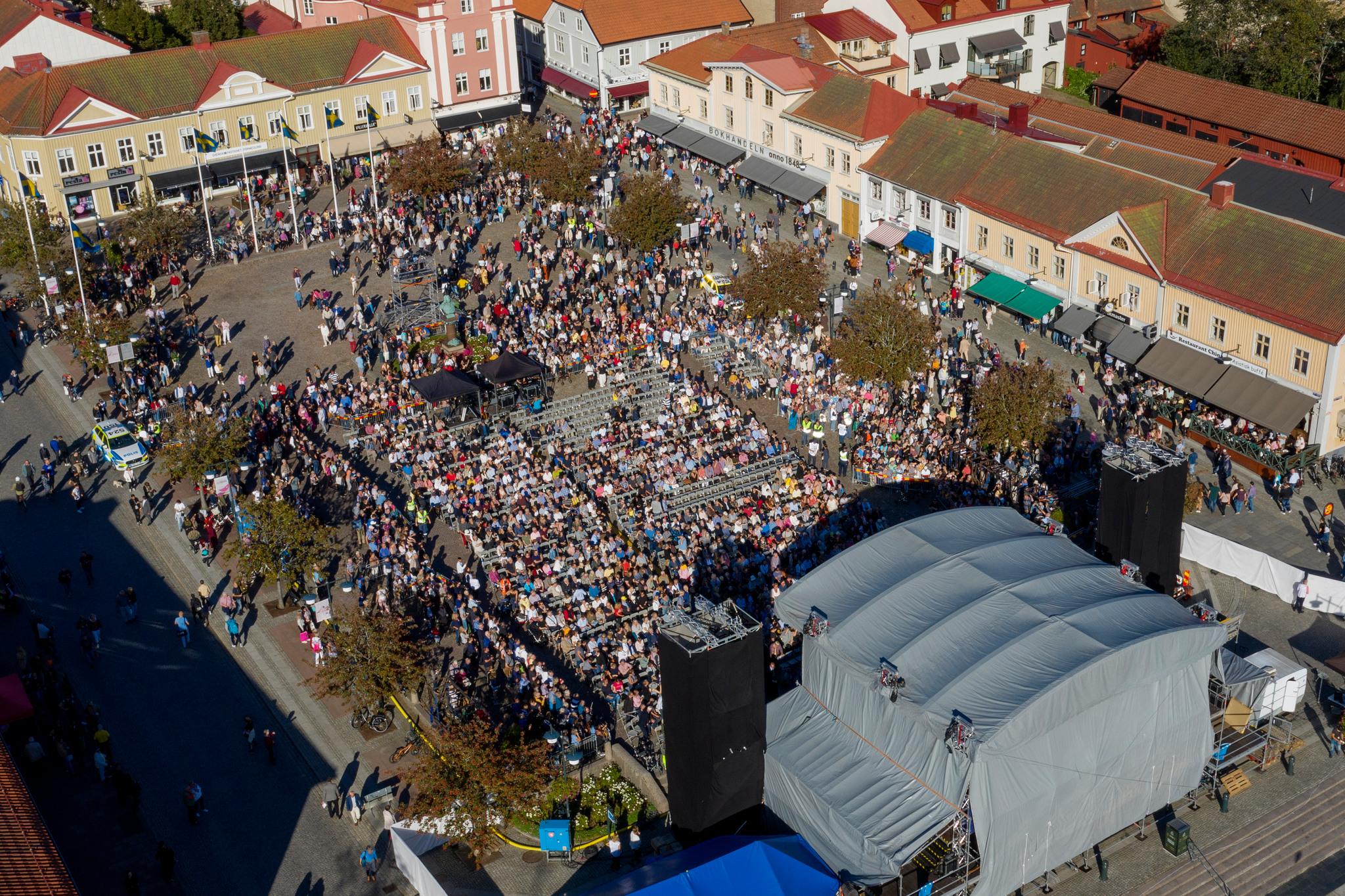 Publikhav på Stora Torget under ett evenemang.