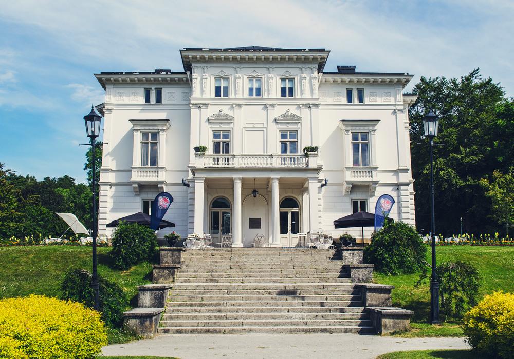 Sommarbild Nolhaga slott